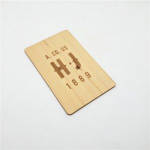 860mhz to 960mhz CR80 ISO18000 6C UHF RFID Wood Card With M4QT Chip