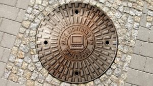 RFID smart manhole cover system makes road management safer