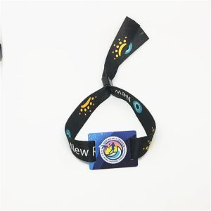Dual frequency woven fabric wristband with Ntag216 and UHF H3 for payment